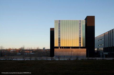 01-exterior-fachada-NO_-RODRIGO-ALMONACID-c-r-arquitectura