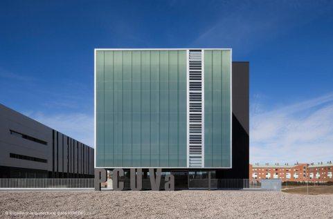 02-exterior-fachada-SE-_-RODRIGO-ALMONACID-c-r-arquitectura