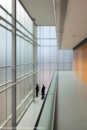 05-interior-hall-triple-altura_-RODRIGO-ALMONACID-c-r-arquitectura