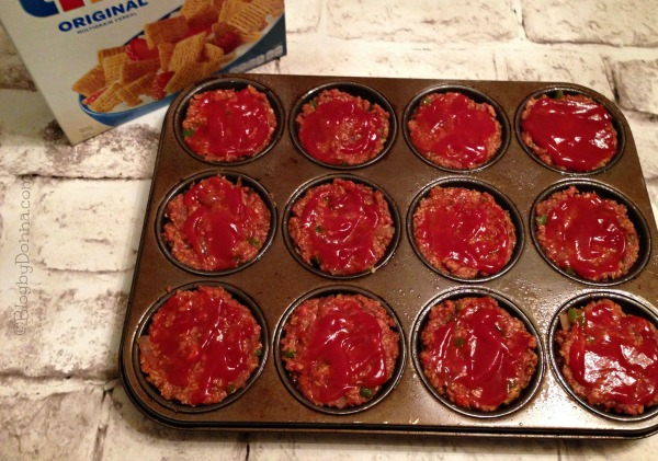 Scoop Meatloaf mixture into muffin pan