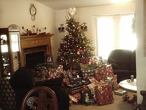 Christmas Tree with Lots of Presents Picture 1...