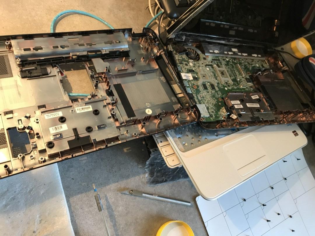 Réparation coque arrière PC portable HP