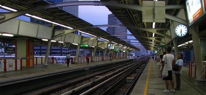 Станция Метро Скайтраин в Бангкоке