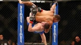 Huge UFC throw