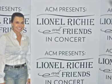 Irene at Lionel Richie and Friends In Concert