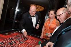 Bill Zwecker (Casino game playing)