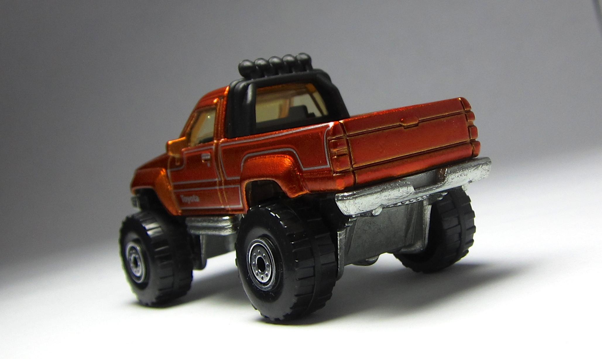 MINICARS: Hot Wheels Cool Classics 1987 Toyota Pickup ...