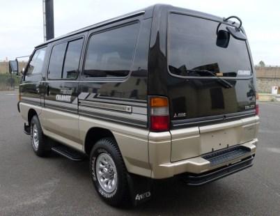 1989-Mitsubishi-Delica-Rear