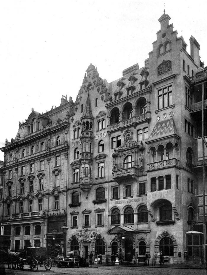 Hotel Meissl Schadn in Vienna around 1900 between Neuer Markt and Kärntnerstraße. Boiled beef temple, where even the emperor came to eat once. The Jewish owners were expropriated in 1938 and the hotel destroyed during the war.