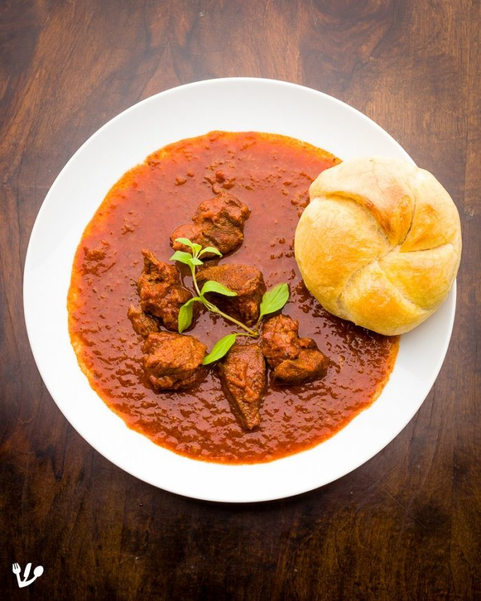 A goulash with nothing but a fresh Kaiser roll on the side is served in Viennese coffeehouses not only for meals but also as a snack, particularly as a morning snack.