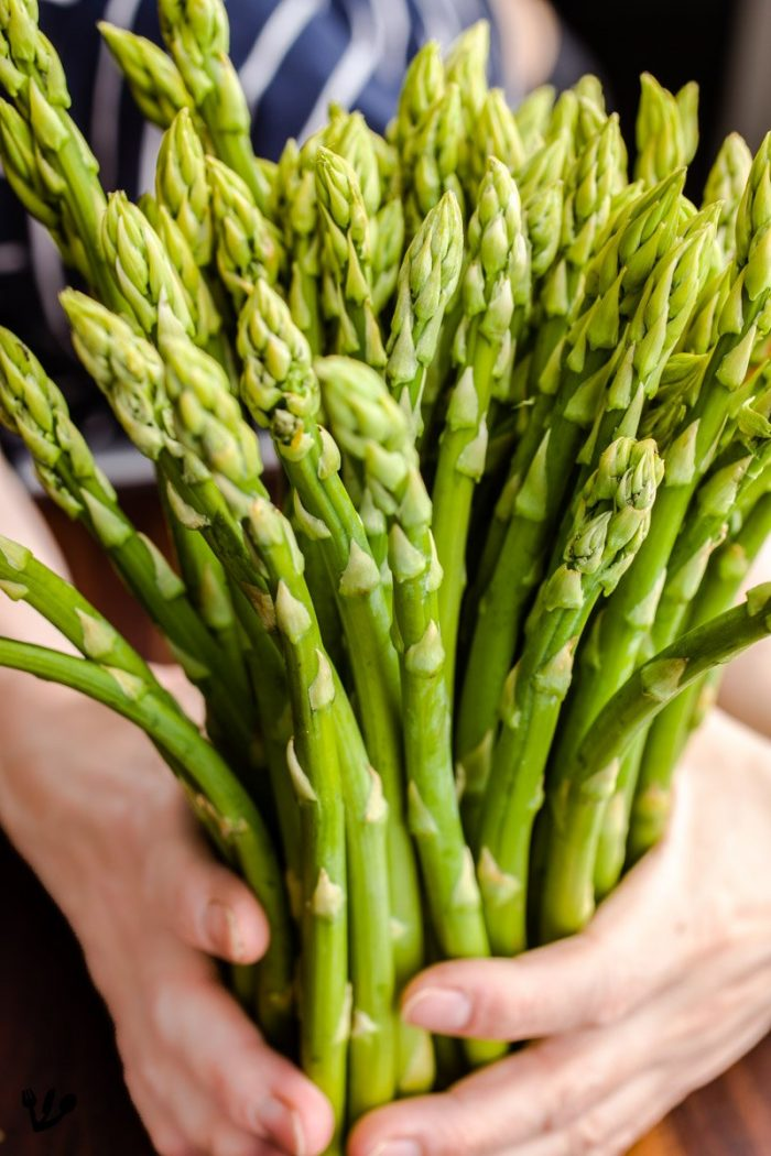 No need to fiddle with peeling green asparagus that's anything thinner than this. But to get rid of some of the very grassy notes, it is common to peel them.