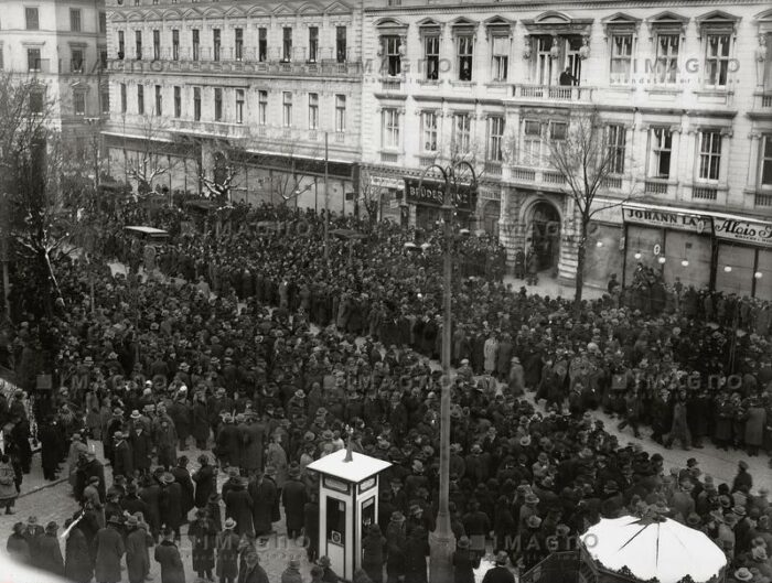 """""""Leviah"""", Yiddish and Hebrew for """"funeral"""", of the Czortkower Rebbe, Rabbi Israel Friedmann on December 3rd, 1933 in Vienna's second district Leopoldstadt, in the Jewish quarter called """"Mazzesinsel"""", the """"matzo island"""", in front of Heinestraße 35. The square at this address is today named after the famous rabbi. (Photo by Albert Hilscher. Copyright Austrian National Library)"""