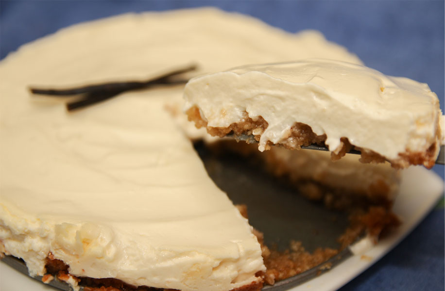 Healthy Vanilla Cheesecake: Sugar-free! Paleo & Gluten-free biscuit base!