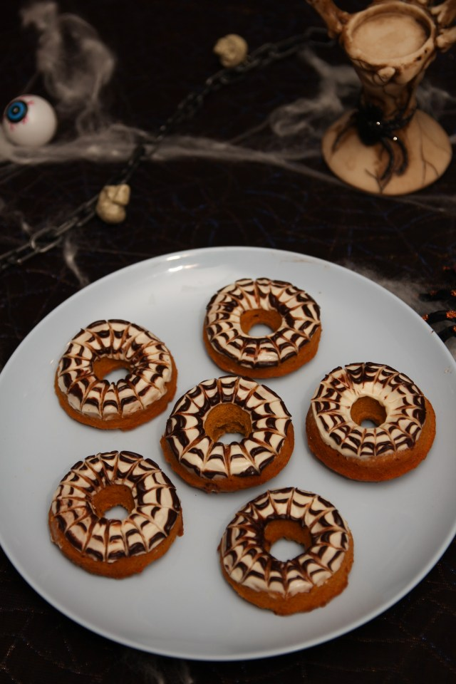 Healthy Pumpkin Cream Cheese Spiderweb Donuts #healthy #refinedsugarfree #glutenfree #pumpkin