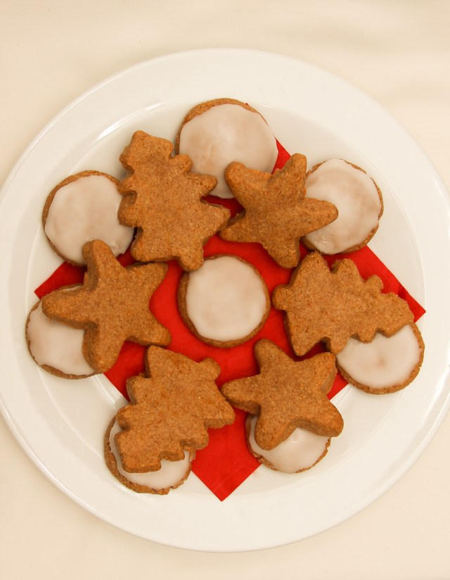 Healthy Lebkuchen Christmas Biscuits #healthy #christmas #refinedsugarfree #glutenfree #vegan #gifts