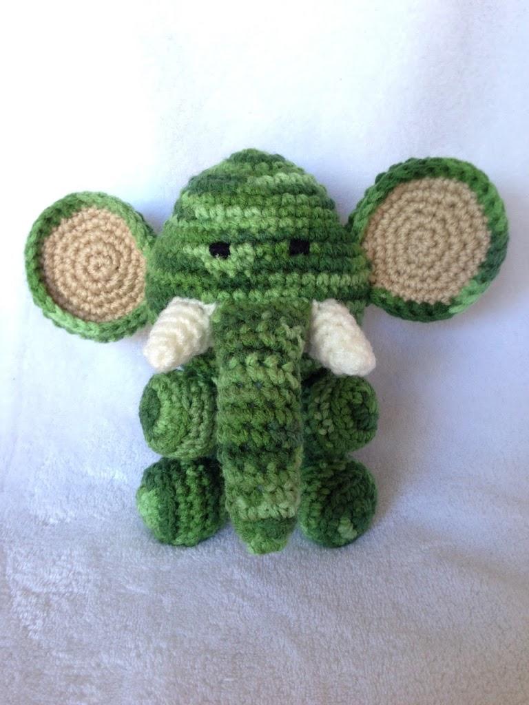 Large Crochet Elephant Ears (Amigurumi) | 1024x768