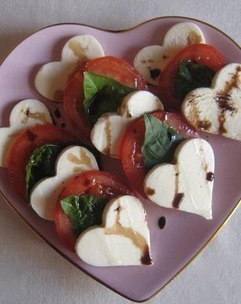 идеи для завтрака для любимого сердечки из сыра мацарела