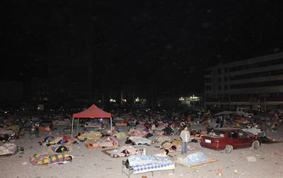 china-chengdu-2008-earthquake-sleeping-outside.jpg