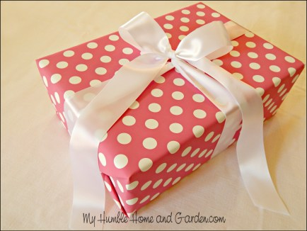 DIY Ribbon Bow - Untie one perfect piece on MyHumbleHomeandGarden.com