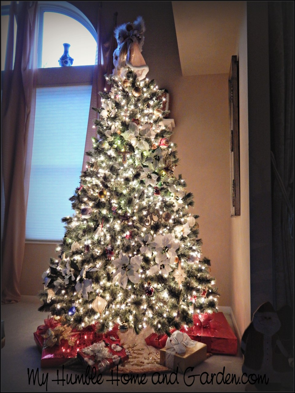 step by step directions for decorating a christmas tree on myhumblehomeandgardencom
