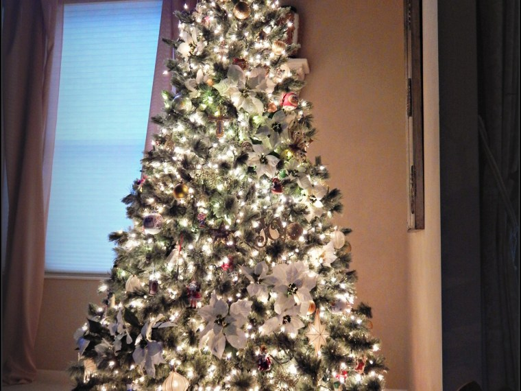 Step by Step Directions for Decorating a Christmas Tree