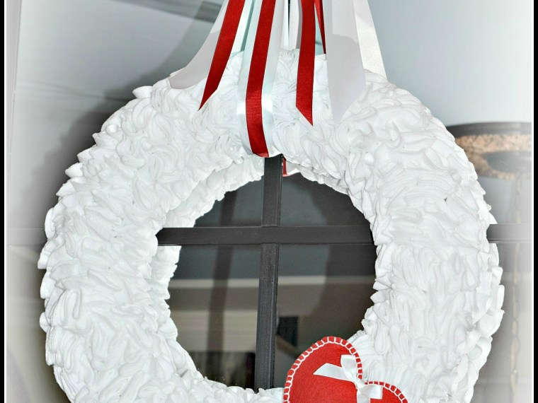 Make Your Own Ruffled Felt Valentine Wreath