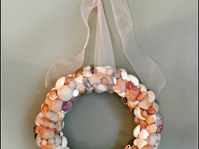 Unique And Beautiful DIY Seashell Wreath