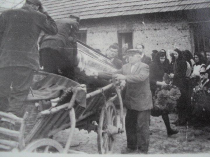Narodni običaji pri pokopu mrtvaca