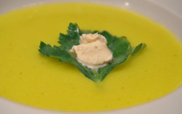 Tradicionalna juha s vinom i žumanjcima