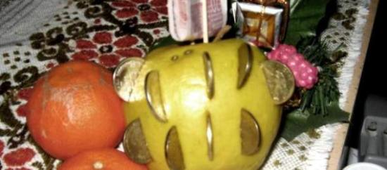 Jabuka s kovanicama za umivanje na Sveta Tri Kralja