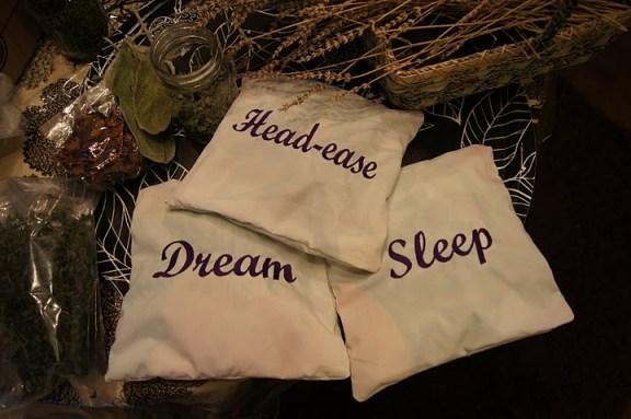 Jastuk s ljekovitim biljem za bolji san