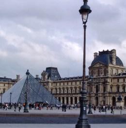 Louvre pryamid 2