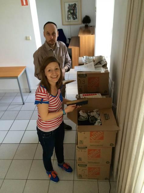Marta Pilarska and Piotr Klapec unpacking books.