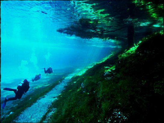 green-lake-in-austria-6