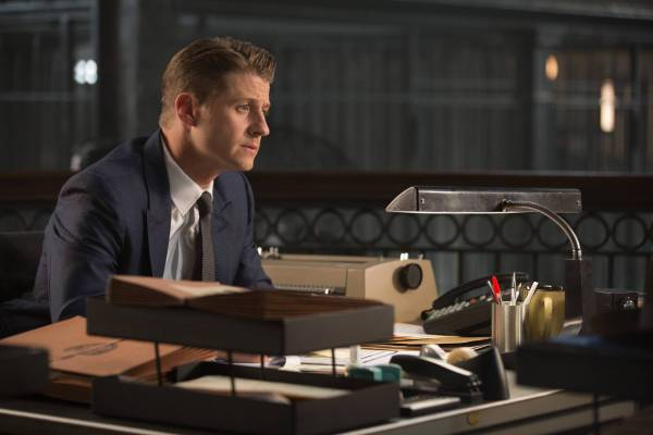 GOTHAM: L-R: Ben Mckenzie in the ÒRise of the Villains: Mommy's Little MonsterÓ episode of GOTHAM airing Monday, Nov. 2 (8:00-9:00 PM ET/PT) on FOX. ©2015 Fox Broadcasting Co. Cr: FOX.