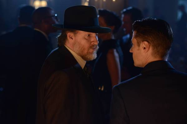 GOTHAM: L-R: Donal Logue and Ben Mckenzie in the ÒRise of the Villains: Mommy's Little MonsterÓ episode of GOTHAM airing Monday, Nov. 2 (8:00-9:00 PM ET/PT) on FOX. ©2015 Fox Broadcasting Co. Cr: FOX.