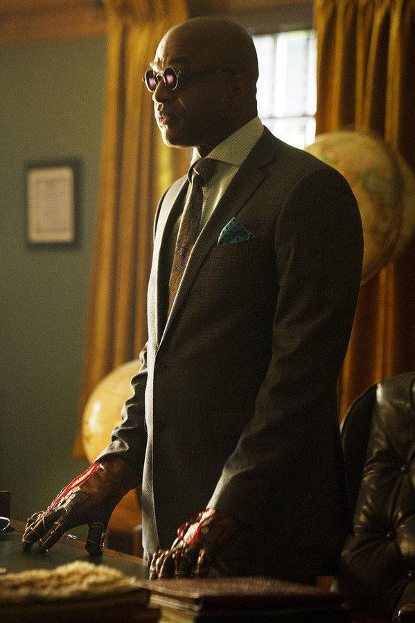 """THE MAGICIANS -- """"Mendings, Major and Minor"""" Episode 105 -- Pictured: Rick Worthy as Dean Fogg -- (Photo by: Carole Segal/Syfy)"""