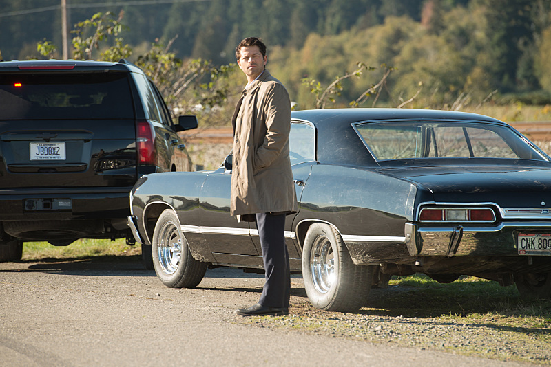 """Supernatural --""""LOTUS""""-- SN1208b_0225.jpg -- Pictured: Misha Collins as Castiel -- Photo: Diyah Pera/The CW -- © 2016 The CW Network, LLC. All Rights Reserve"""