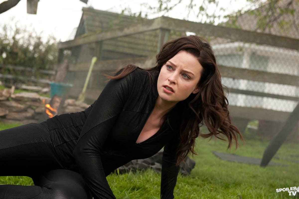 Rachel Nichols as Kiera Cameron - Family Time - Continuum sci-series 2013
