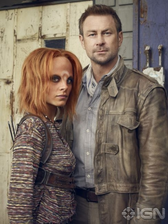 Irisa (Stephanie Leonidas) and her adoptive human father, Joshua (Grant Bowler) - Defiance