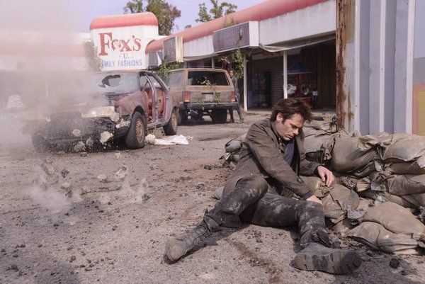 Miles Matheson (Billy Burke) wounded - Revolution The Last Stand