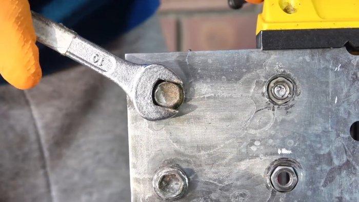 Cinci modalități de deșurubare a șurubului cu fețe sfâșiate