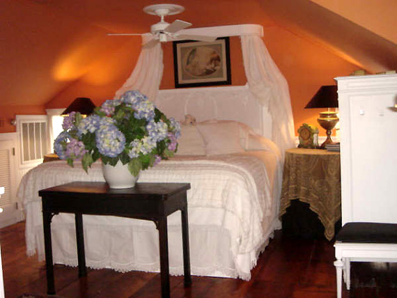 design-hotels-canopy-bed