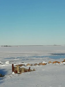 Antiguo embarcadero de Skäppevik con Garpens fyr al fondo