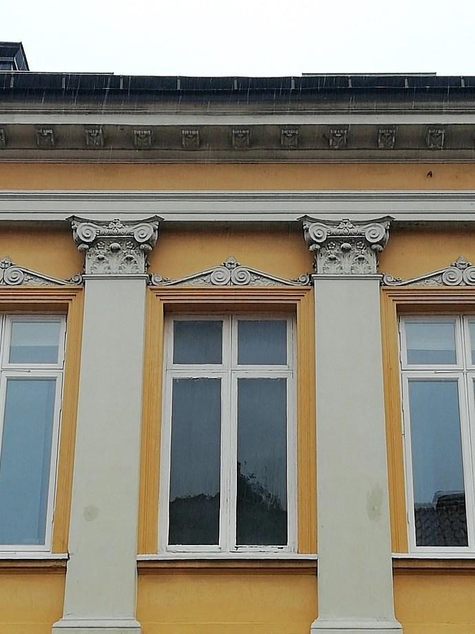 Svea y Pablo - Detalles de un edificio - Kalmar, una ciudad con mucho arte