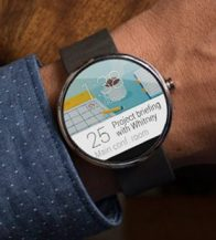 motorola-google-smartwatch-moto-360-android-wear-example-real-life-photo-man-using-calendar-screenshot-circular-display