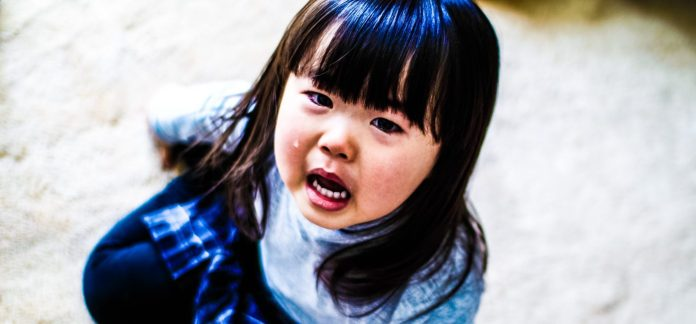 MIKI-Yoshihito-Manipulation-Japanese-Girl-Crying-Floor-Child-Photography-Technique_edited