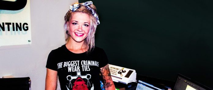 hair tattoos work compuer office woman stapaw crop