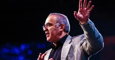 Garry Kasparov: Learn to Work with Intelligent Machines [Video]