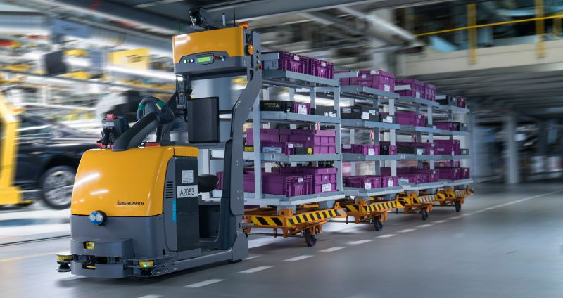 Autonomous tugger train supplying assembly logistics at BMW Group Plant Dingolfing STR Smart Robot